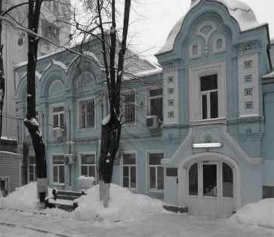 организация праздничной выписки из роддома при Московском областном НИИ акушерства и гинекологии (МОНИИАГ) в Москве